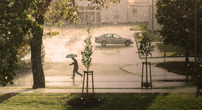 През денонощието отново ще се развива купеста и купесто-дъждовна облачност.