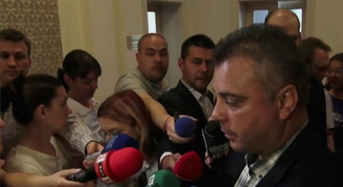 Когато трябва да бъде защитена демокрацията в България, всички партии