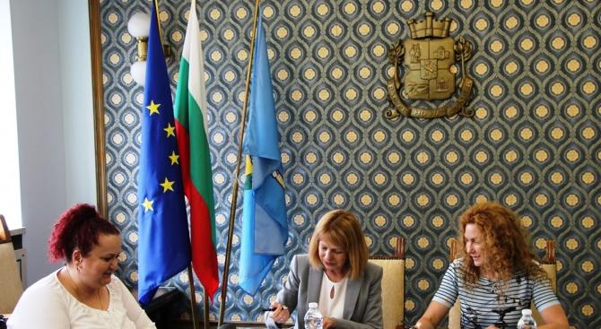 Кметът на София Йорданка Фандъкова и заместник-министърът на регионалното развитие