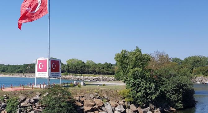 В Турция арестуваха българин за селфи със знамето край Резово.