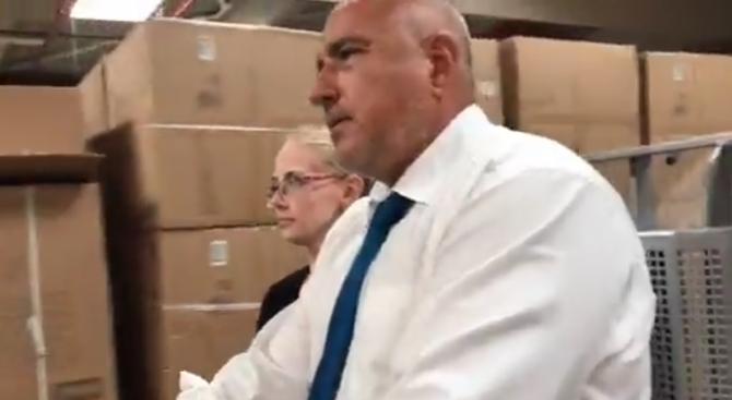Премиерът Бойко Борисов посети дистрибуционен център на голяма мебелна фирма