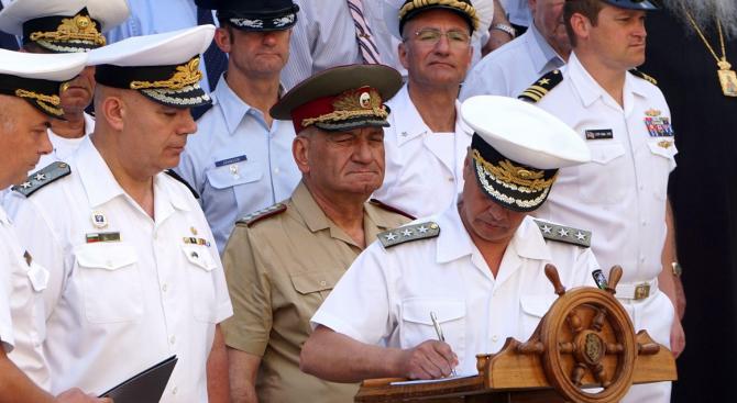 Пред Щаба на Военноморските сили във Варна на тържествена военна