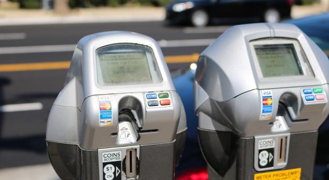Нямаме намерение да въвеждаме нови зони за платено паркиране, нито