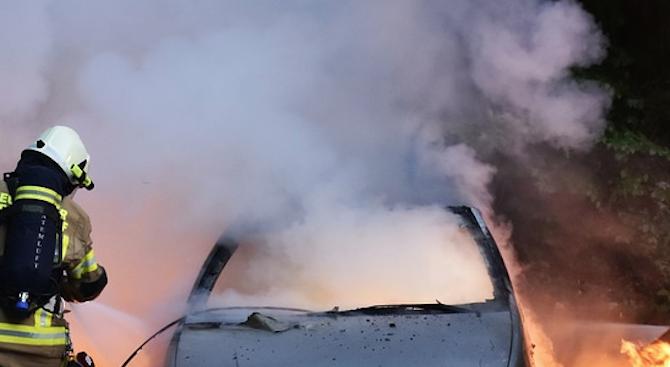 """Кола се запали в движение на магистрала """"Хемус"""""""