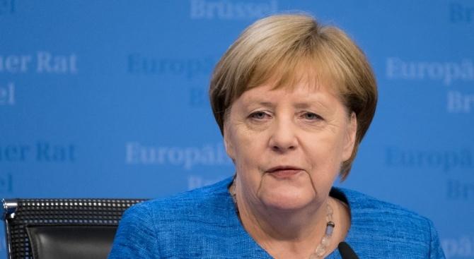 Меркел пристигна в Осака за срещата на Г-20