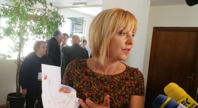 Мая Манолова организира дискусия за машинното гласуване