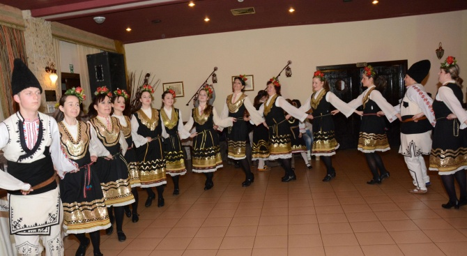Фестивалът на етносите, багрите и котленския килим събра днес стотици