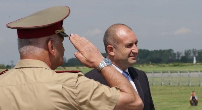 Румен Радев: В нашите ВВС има  прекрасни мъже и жени