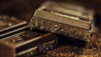 Задигнаха 840 шоколада и 168 опаковки с бисквити от ТИР