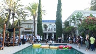 Младеж се удави в басейн при неизяснени обстоятелства