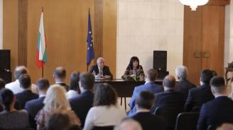 Караянчева към младите българи в Москва: Учете, трупайте опит и се върнете в България