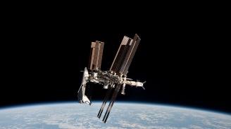 Астронавти от САЩ, Канада и техен руски колега се приземиха в Казахстан след шестмесечна мисия на МКС