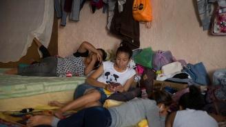 Мигранти починаха вследствие на адски жеги на американската граница