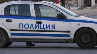 Микробус блъсна полицай при проверка на пътя в Добричко