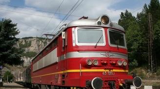Пожар в тоалетната на бързия влак от Варна за София блокира 150 пътника