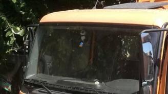 ТИР катастрофира, блокиран е пътят край село Медовница