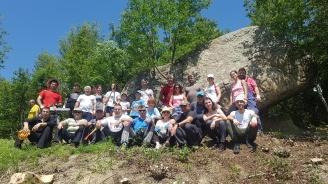 Доброволци са почистили една от най-живописните екопътеки в Еленския балкан