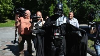 Дарт Вейдър тръгна към парламента в Киев