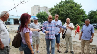 """Кметът на Ямбол провери дейностите по изграждане на нови паркинги в комплекс """"Златен рог"""""""