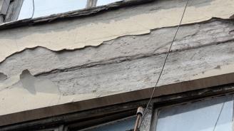 Срути се мазилка на гимназия в Пловдив, няма пострадали деца
