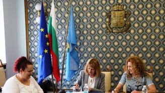 Йорданка Фандъкова подписа договор за реконструкция на сграда за кризисен център в София