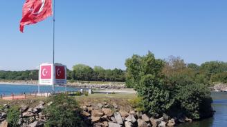 Арестуваха българин за селфи със знамето на Турция