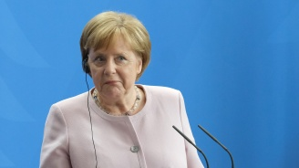 Ангела Меркел пак се разтресе