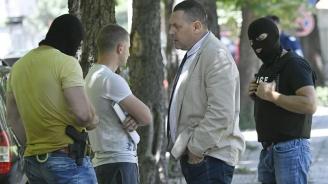 Задържаха двама полицаи за разпространение на наркотици в София