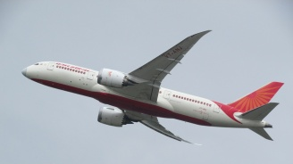 Индийски пътнически самолет кацна извънредно в Лондон заради бомбена заплаха