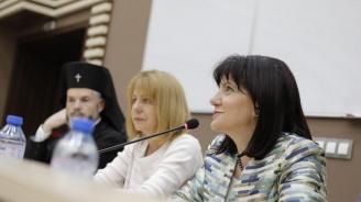 """Караянчева присъства на откриването на нова технология за безкръвни операции – роботизирана хирургична система """"Da Vinci"""""""