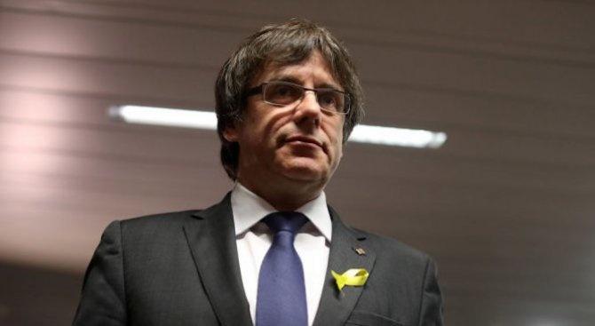 Каталунският сепаратистки лидер Карлес Пучдемон не получи разрешение от Съда