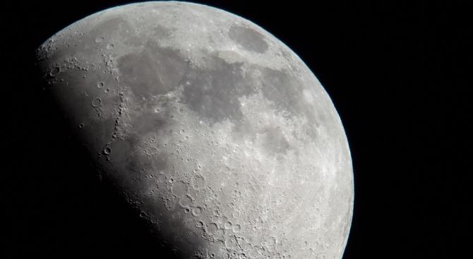 Русия планира да изследва Луната с помощта на роботи с