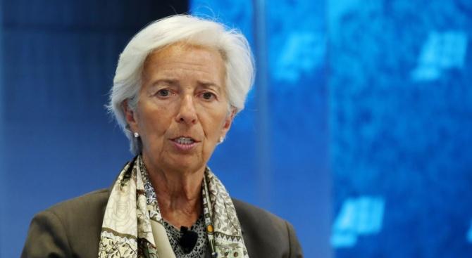 Кристин Лагард временно прекрати задълженията си като шеф на МВФ