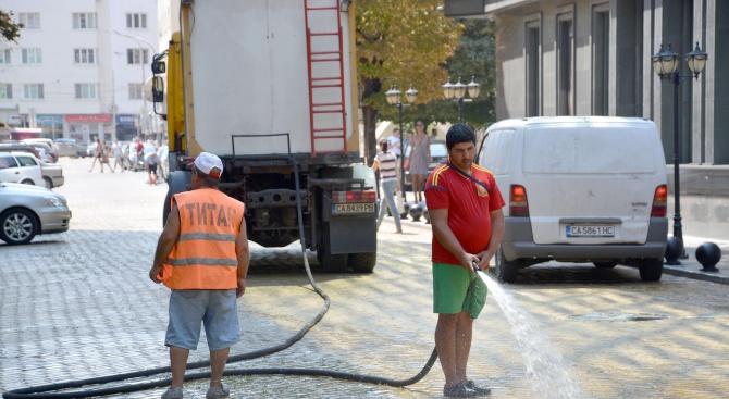 Столична община ще оросява основни булеварди заради високите температури