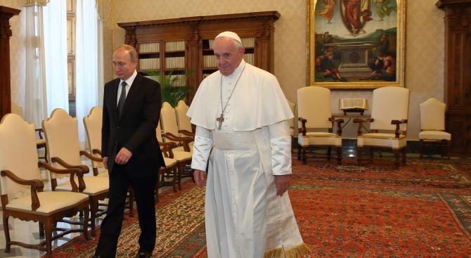 Руският президент Владимир Путин отново закъсня за срещата с папа