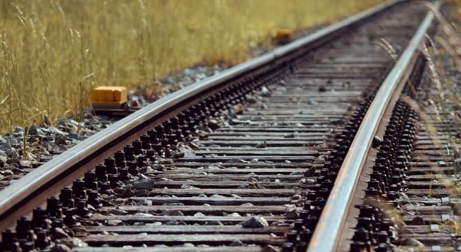 Студент от Пловдивския университет се е хвърлил под влак, съобщават