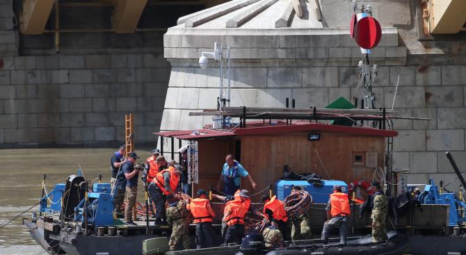 Извадиха тялото на 27-а жертва на корабчето, потънало в Дунав