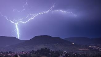 В Мексико падна невиждана градушка, евакуират над 1 милион в Япония заради дъжд