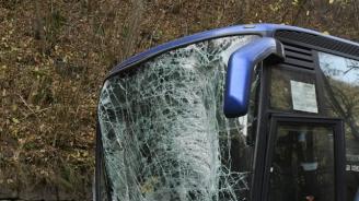 """Катастрофа между кола и автобус с деца на АМ """"Тракия"""""""