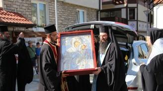 Стотици се преклониха пред чудотворната икона на  Божията Майка – Скоропослушница в Банско