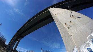 Баща хвърли детето си от мост в Габрово, заплаши да се самоубие