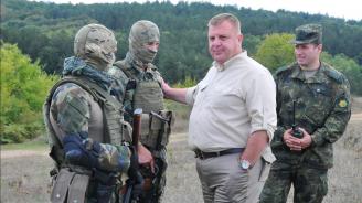 Каракачанов ще присъства на демонстрация на способности на Специалните сили