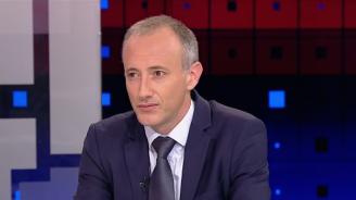 Министър Вълчев за новите учебници по история: Имаме подмяна на учебната програма с различни техники