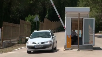 Бариера за паркинг за поредна година ограничава свободния достъп до ''Русалка''