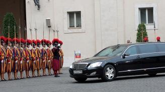 Путин се срещна с папа Франциск, отново закъсня