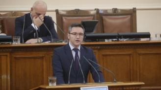 Корнелия Нинова издига Вигенин за зам.-председател на парламента