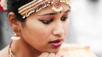"""Индийка откри """"изчезналия"""" си мъж в нета, той бил залюбил транссексуална жена"""