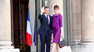 Никола Саркози се оказа по-висок от Карла Бруни на корица на списание