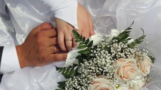 Младоженци дариха средства от сватбата си за лечението на болно дете