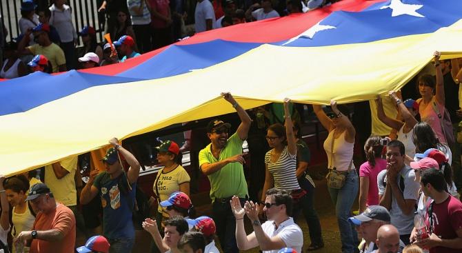 Панамският президент предлага посредничество във Венецуела